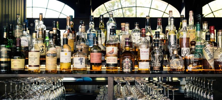 Spirituosen-Sortiment einer Bar